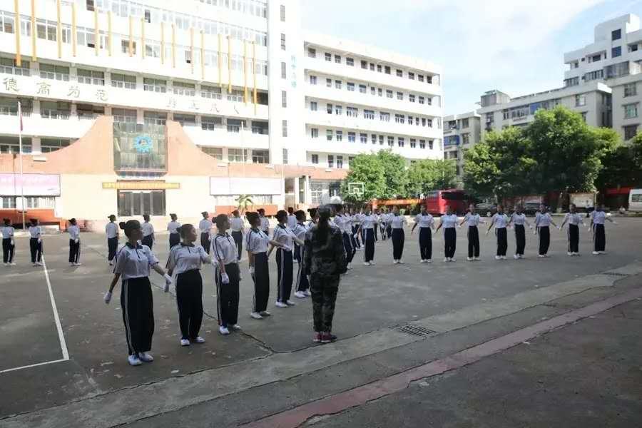 海南省技师学院 开展2017年教师节慰问活动